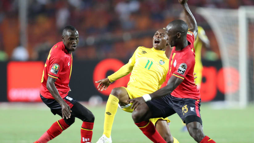 Teenage Hadebe of Zimbabwe challenged by Godfrey Walusimbi and Michael Azira of Uganda during the 2019 Africa Cup of Nations Finals match between Uganda and Zimbabwe at Cairo International Stadium, Cairo, Egypt on 26 June 2019 ©Samuel Shivambu/BackpagePix