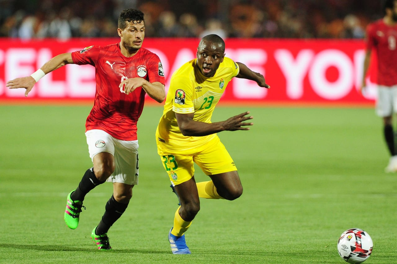 Nyasha Mushekwi of Zimbabwe pulls away from Tarek Hamed of Egypt during the 2019 Africa Cup of Nations Finals opening game between Egypt and Zimbabwe at Cairo International Stadium, Cairo, Egypt on 21 June 2019 © Ryan Wilkisky/BackpagePix